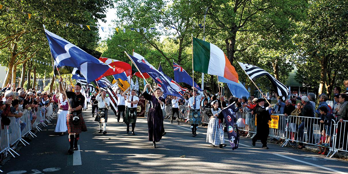 La Grande Parade, moment de partage entre celtes. ©Myriam Jégat